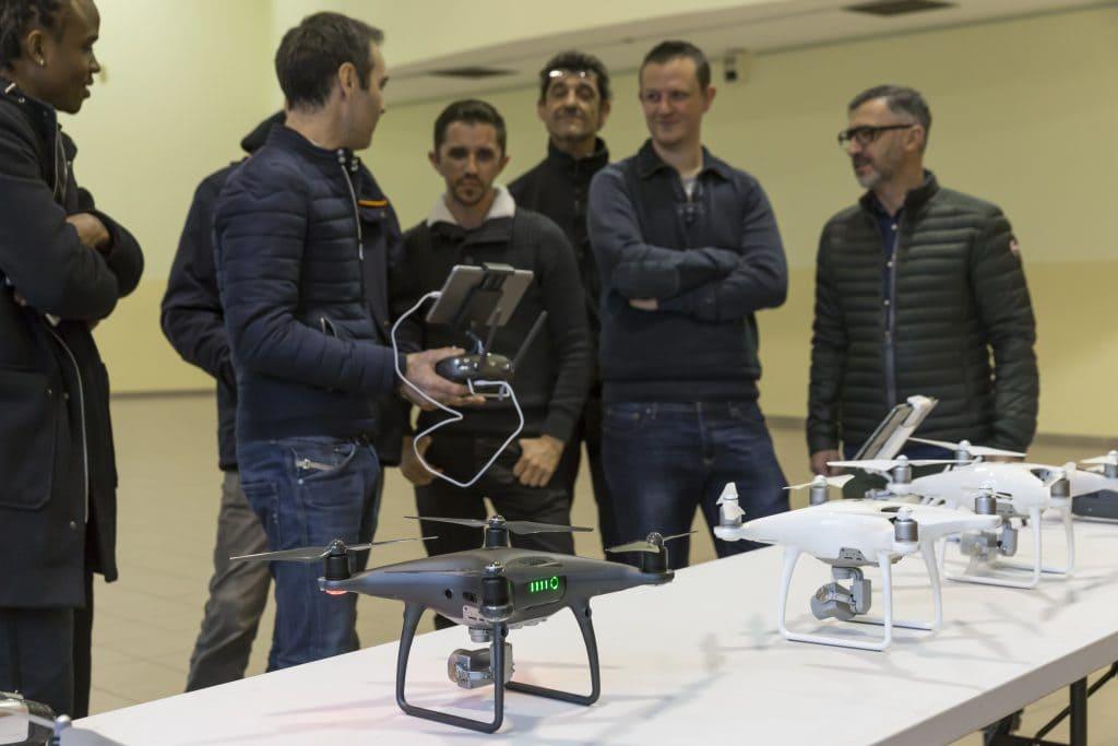 présentation par baptiste simonot aux élèves de ces différents drones
