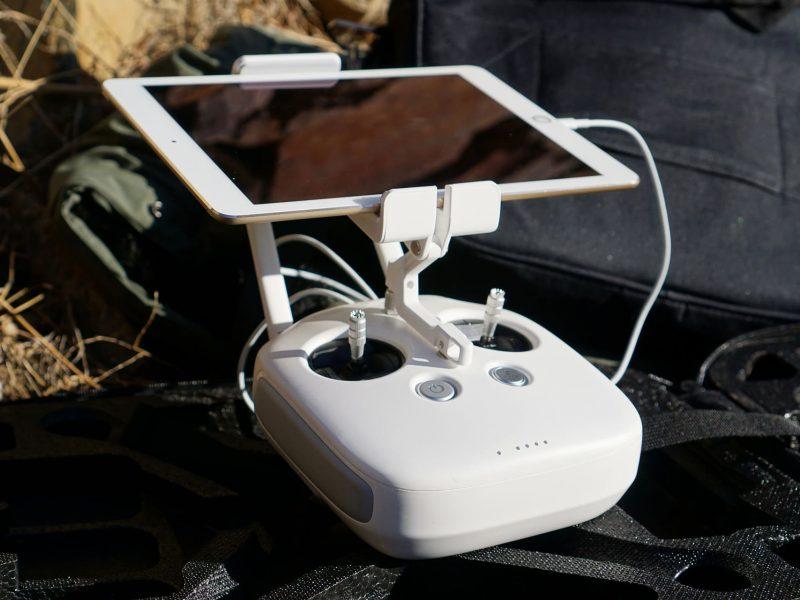 une télécommande de drone
